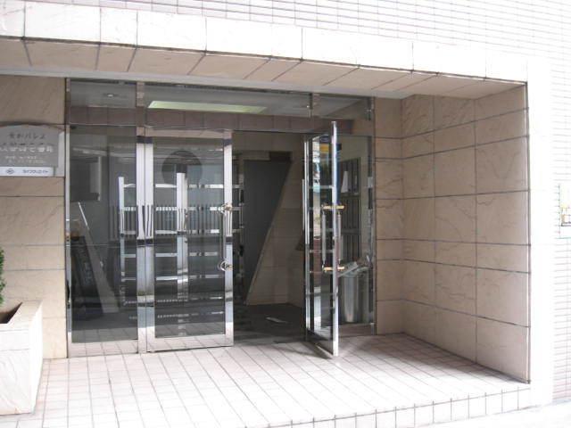 菱和パレス渋谷西壱番館のエントランス