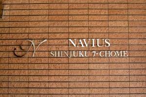 ナビウス新宿七丁目の看板