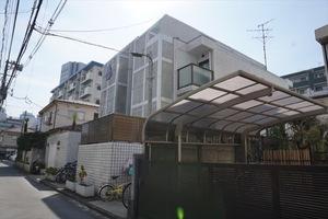 トップルーム新宿の外観