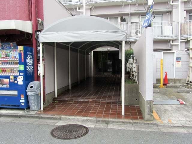 メトロ中野新橋のエントランス