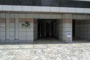 ガーラステーション新宿御苑前のエントランス