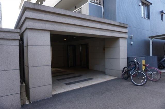 サンクレイドル横浜鶴見のエントランス
