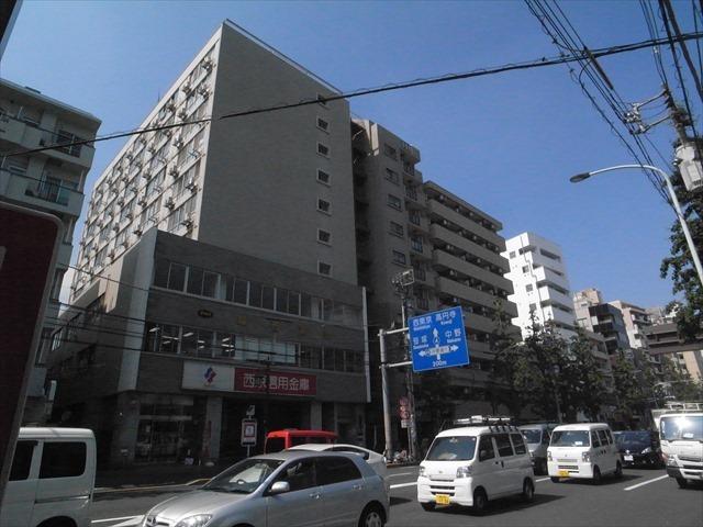 西京城西ビルの外観