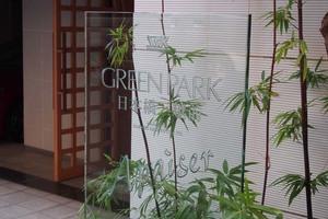 グリーンパーク日本橋三越前アペゼの看板