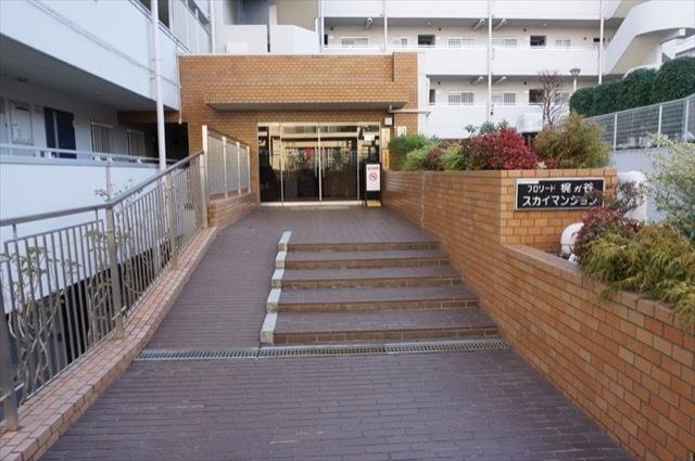 フロリード梶ヶ谷スカイマンションのエントランス