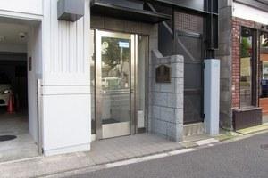 メインステージ新中野駅前のエントランス