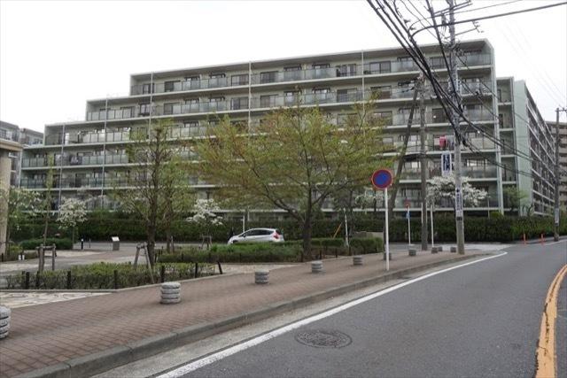 コスモ横浜鴨居ガーデンズの外観