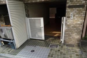 赤坂フラワーハイツのエントランス