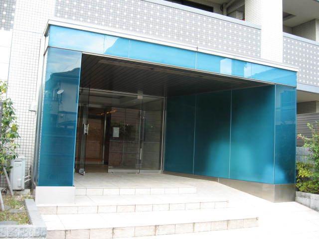 シーズクロノス新宿戸山のエントランス