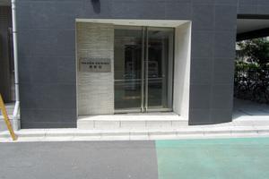 メイクスデザイン東新宿のエントランス