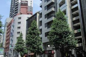 ストーク新宿井岡の外観