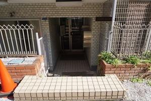 麻布霞町プリンスマンションのエントランス