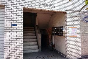 ケヤキビルのエントランス