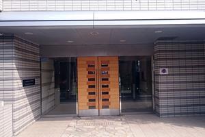 多摩川ガーデンハウスのエントランス
