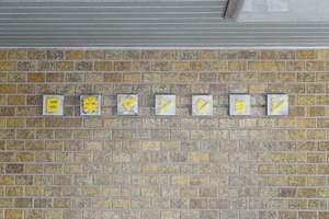 日栄マンションの看板