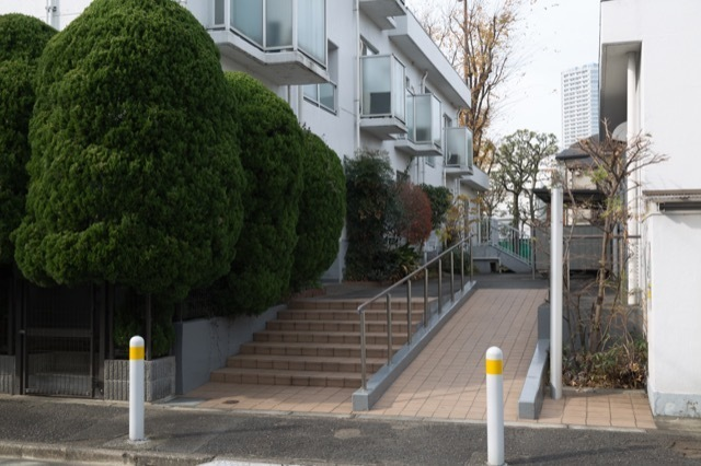 上野毛リッツハウス(A〜D館)のエントランス