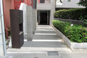 エクセルシオール新宿西戸山のエントランス
