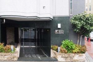 スカイコート浅草柳橋のエントランス