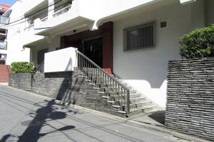 向陽ハイツ(渋谷区)のエントランス