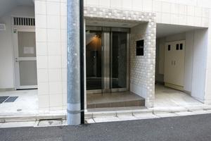 ルリオン渋谷本町のエントランス