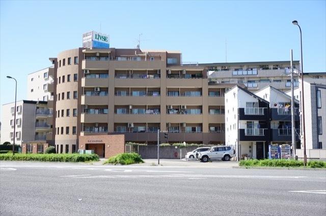 リブゼ横浜クレインモールの外観