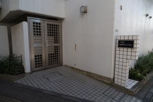 中銀桜新町マンシオンのエントランス