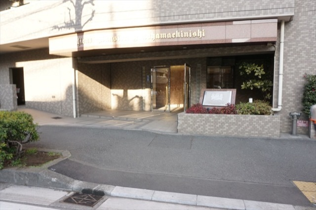ライオンズマンション横浜駅西のエントランス