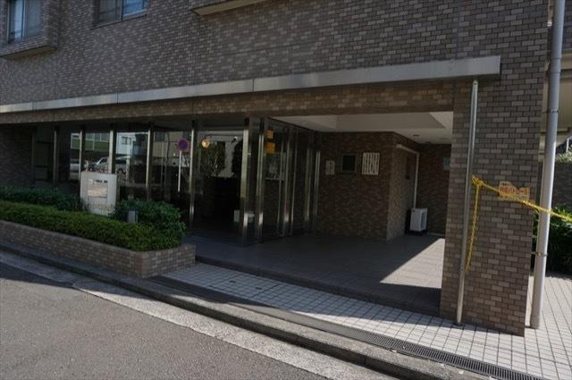 シティウインズ東神奈川のエントランス