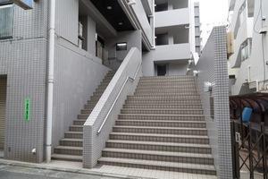 アクシルコート桜台のエントランス