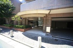 グランフォルム池田山のエントランス