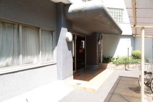 関町ファミリーマンションのエントランス