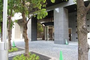 コンシェリア西新宿タワーズウエストのエントランス