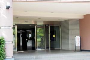 ケヤキ通り北9番館のエントランス