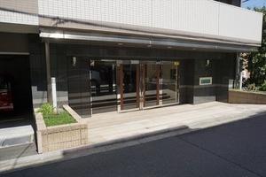 日神デュオステージ蒔田のエントランス
