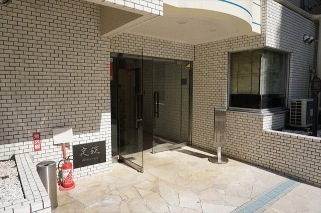 グローリア初穂横浜のエントランス