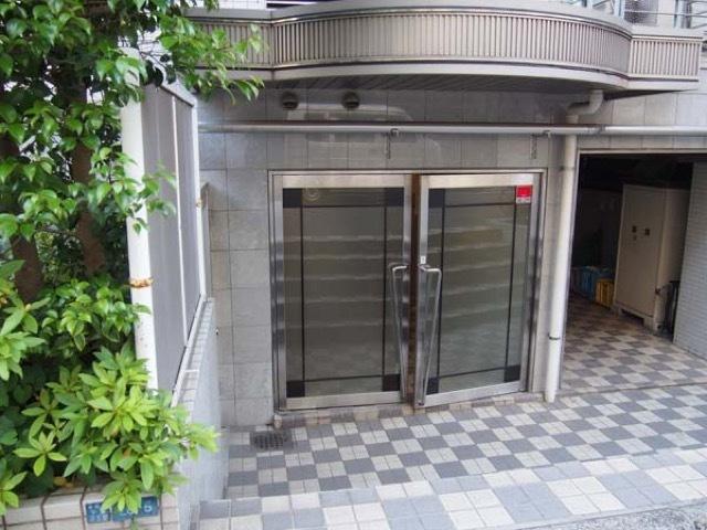 クリオ入谷1番館のエントランス