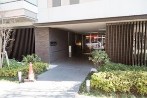 アトラス駒沢大学のエントランス