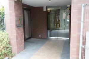 ステージファースト世田谷用賀のエントランス