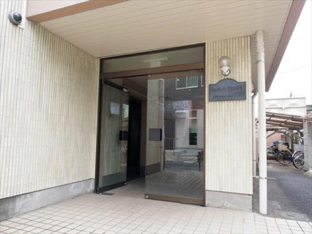 エレガンス竹ノ塚のエントランス