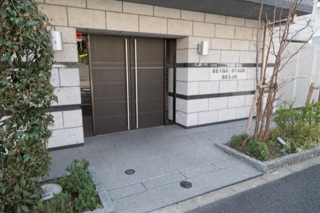 セイガステージ成城のエントランス