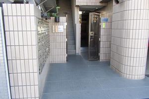 ザステージ早稲田のエントランス