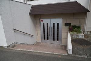 尾山台ヒミコマンションのエントランス