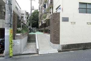 中野本町ローヤルコーポのエントランス