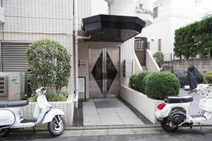 フロント新代田のエントランス