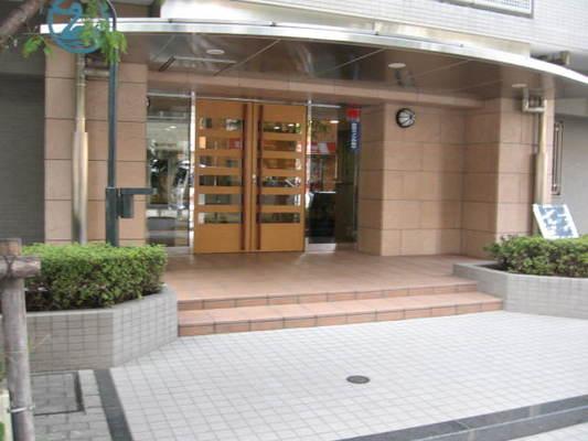 レックスハイツ綾瀬ステーションタワーのエントランス