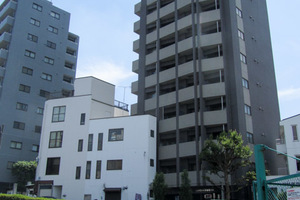 スカイコート新宿壱番館の外観