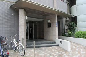 エクセルシオール新宿のエントランス