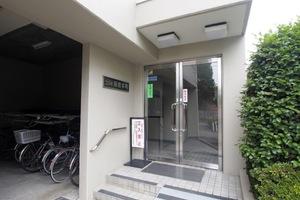 コスモ板橋本町のエントランス