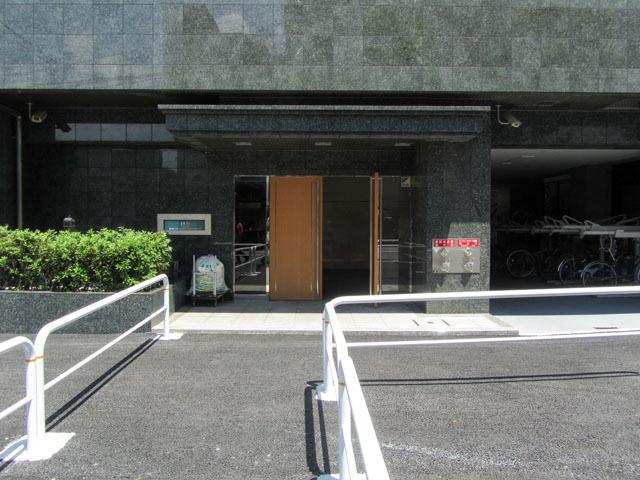 日神デュオステージ新宿外苑東通りのエントランス