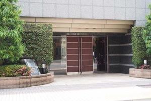 クレストフォルム上野イーストコートのエントランス